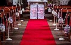 dekoracja kościoła klatki z kwiatami