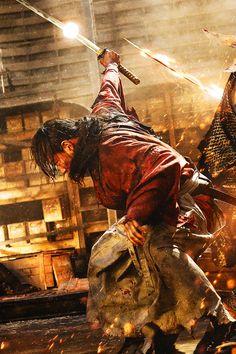 """Purgatory Bursts into Flames: the Dentiny of Makoto Shishio"" Samurai Poses, Samurai Art, Samurai Warrior, Action Pose Reference, Action Poses, Rurouni Kenshin Movie, Action Wallpaper, Era Meiji, Bushido"