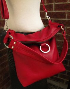 Red leather bag  fold over bag  leather tote  large par FuchstBags, $168.00    Je le verrais très bien converti en sac à dos!