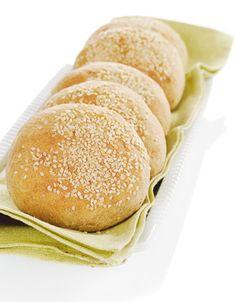 Grove hamburgerbrød | www.greteroede.no | www.greteroede.no Norwegian Food, Norwegian Recipes, Waffles, Rolls, Favorite Recipes, Diet, Baking, Health, Weight Loss