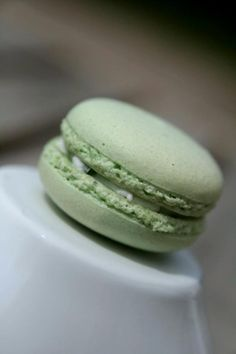 Secret Obsession - Macaron au fromage de chèvre et ciboulette - His Secret Obsession.Earn Commissions On Front And Backend Sales Promoting His Secret Obsession - The Highest Converting Offer In It's Class That is Taking The Women's Market By Storm Macarons, Macaron Cookies, Tapas, Portuguese Sweet Bread, Chocolate Croissant, Something Sweet, Finger Foods, Cooking Recipes, Eat