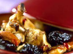 Découvrez la recette Tajine de poulet aux pruneaux et amandes sur cuisineactuelle.fr.