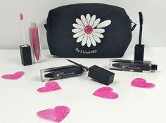 Trousse Maquillage St Valentin I Love Moi comprenant : 1 Gloss Rose 1 Mascara Professionnel Hollywood Noir 1 EyeLiner Noir