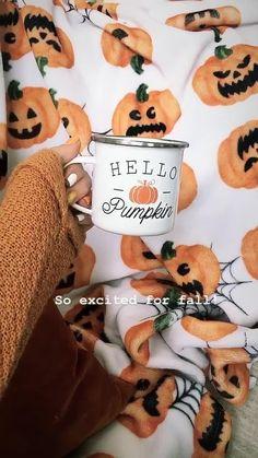 Halloween Gif, Theme Halloween, Toddler Halloween, Halloween Season, Halloween Outfits, Mom Hats, Autumn Aesthetic, Christmas Party Decorations, Happy Fall Y'all