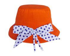 Chapéu em tecido com aplicação de laço. Cores: laranja, rosa pink, cinza, caqui e cru Tamanhos: Infantil: 2anos(52cm) 3 a 5anos(53cm) 6 a 7anos(54cm) 8 a 10anos(55cm) Adulto: PP(56cm) M(57cm) G(58cm) GG(59cm) Os tamanhos acima são os mais comuns, mas pode haver uma alteração, principalmente em crianças, algumas usam tamanho maior do que o sugerido. Para ter certeza do tamanho sugiro que use uma fita métrica, circulando a cabeça  1 dedo acima da orelha. R$35,00