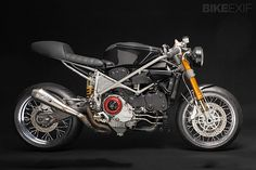 The 999VX is a restyling of a 2003Ducati 999s testastretta, coppa bassa, that was modified to be a race bike, so is featuring STM EVO clutch, electronic speeds, RAPID BIKE powertrain unit control and DISCACCIATI front brake.