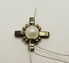 CLEOPATRA EARRINGS | Bead-Patterns Beaded Earrings, Beaded Bracelets, Cleopatra, Bead Patterns, Jewlery, Pendants, Brooch, Beads, Emboss