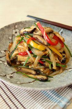 clear noodle with tofu, vegges. Cookbook Recipes, Diet Recipes, Cooking Recipes, Healthy Recipes, Korean Dishes, Korean Food, Clean Recipes, No Cook Meals, Food Hacks