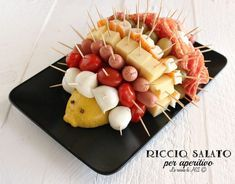 Salted urchin for aperitif - Humor Culinario Brunch Recipes, Gourmet Recipes, Appetizer Recipes, Appetizers, Melon Prosciutto, Easter Brunch, Food Humor, Creative Food, Easy Cooking