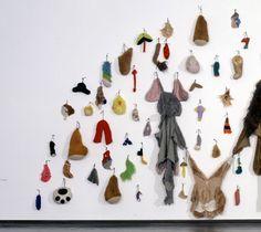 アネット・メサジェ Textile Art, Art Museum, Sculptures, Textiles, Statues, Collections, Wall, Contemporary Art, Sculpting