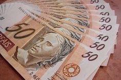 Trabalhadores podem consultar informações sobre abono salarial pela internet
