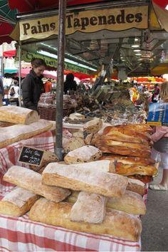 Il y a beaucoup différentes les sortes des magasins en Francé. Francé à beaucoup des pains.