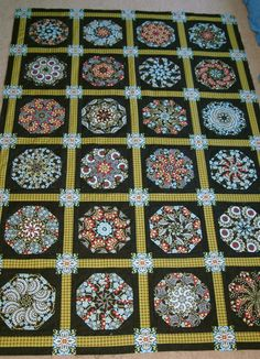 Stack-n-Whack Quilt Saved for the sashing idea. Quilting Tutorials, Quilting Projects, Quilting Designs, One Block Wonder, Hexagon Patchwork, Kaleidoscope Quilt, English Paper Piecing, Quilt Making, Quilt Blocks