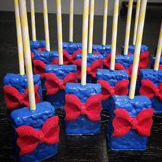 """#snowwhite inspired rkts   #cakepops #cakepopping #cakepopworkshop #cakepops101 #chocolate_favors_pops #instapops #instabakes #instadessert #instamania…"""