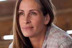 Roberts Reveals Who Gets to See Her Without Makeup Julia Roberts : stunning at Roberts : stunning at 46 Julia Roberts, Jodie Foster, Kevin Spacey, Life Video, Robert Redford, Ageless Beauty, Natural Women, George Clooney, Without Makeup