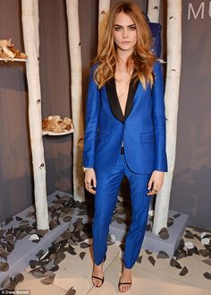 Fashion Front Row @ #LFW Fall 2014 | Cara Delevigne in an electric blue & black Mulberry suit