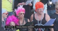 """#Punk news:  Festival del punk ..che tristezza... http://www.punkadeka.it/festival-del-punk-che-tristezza/ Per un giorno Rakvere in Estonia si è trasformata in capitale del punk: in migliaia si sono riuniti nella storica città per esibirsi in coro nei """"classici"""" della loro musica preferita. Il Festival della canzone punk di Rakvere è una parte divertente e inventiva della lunga e co..."""
