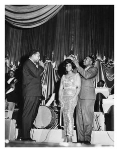 "Aretha Franklin is crowned the ""Queen of Soul"" at the Regal Theater in Chicago-May 1964."