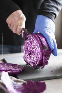 Roasted red cabbage streaks begin with slicing a head of cabbage into wheels. Purple Cabbage Recipes, Roasted Cabbage Recipes, Roasted Red Cabbage, Easy Cabbage Recipes, Baked Cabbage, Roasted Vegetable Recipes, Vegetable Dishes, Cabbage Side Dish, Cabbage Head
