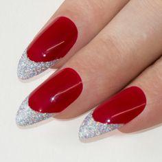 nails rosse, una manicure perfetta per la sera grazie ai glitter nella parte finale