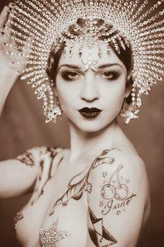 Vintage Burlesque Pin Up Art Burlesque Vintage, Cirque Vintage, Vintage Circus Costume, Vintage Costumes, Ta Moko Tattoo, Idda Van Munster, Mode Glamour, Cabaret, Showgirls