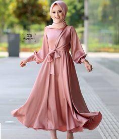 fuchsia hijab evening dress model the o. 2020 Tesettür Modası ve Modelleri - Reality Worlds Tactical Gear Dark Art Relationship Goals Hijab Prom Dress, Hijab Gown, Hijab Evening Dress, Muslim Dress, Dress Outfits, Evening Dresses, Prom Dresses, Abaya Fashion, Muslim Fashion