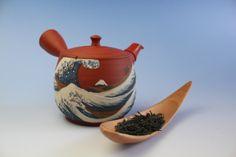 Hand-made Japanese teapot to steep your #sencha
