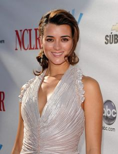 """Cote de Pablo - """"Ziva David"""" on CBS's hit NCIS - is a lovely young 32 year old Chilean woman. Popis ze zdroje pinterest.com. Hledal jsem to na stránce bing.com/images"""