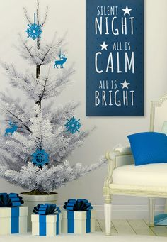 How pretty is this #Christmas #decor for the living room? I love the blue colors and the matching #artwork