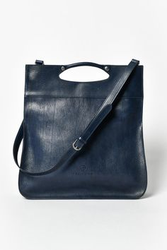An awesome wide variety of command, night baggage& graphic designer command. Leather Backpack, Leather Totes, Leather Bags, Rind, Baggage, Ladies Dress Design, Leather Fashion, Evening Bags, Designer Handbags
