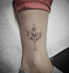 Line Art Tattoos, Leg Tattoos, Flower Tattoos, Body Art Tattoos, I Tattoo, Tatoos, Ballet Tattoos, Ballerina Tattoo, Tattoo Bailarina