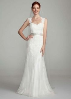 Cap-Sleeve Slim Gown with Keyhole Back