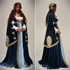 """1,051 mentions J'aime, 14 commentaires - Amadiz Studio Co. Ltd. (@amadiz_studio) sur Instagram: """"Deep blue Renaissance dress #amadiz #amadizstudio #bjdwig  #etsy #bjdwigforsale #bjd #dollwig…"""""""