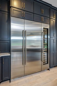 This fully integrated Fridge, Freezer and Wine Fridge flows seamlessly in this ⁠ Thanks for the hookup! Luxury Kitchen Design, Dream Home Design, Luxury Kitchens, Interior Design Kitchen, Home Kitchens, House Design, Tuscan Kitchens, Cuisines Design, Küchen Design