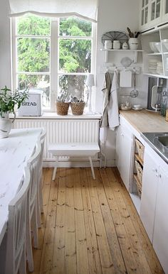 It's like they took right what was in my brain and put it in a picture...that's exactly how I'd like my kitchen to be.
