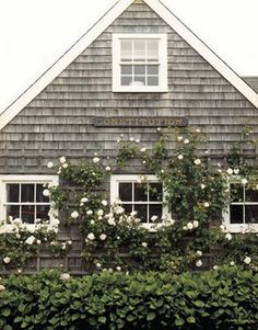 The exterior of the fisherman's cottage, classic Nantucket. Beach Cottage Style, Beach House, Nantucket Cottage, Nantucket Beach, Nantucket Style, Maine Cottage, Cottage House, Rose Cottage, Farmhouse Trim