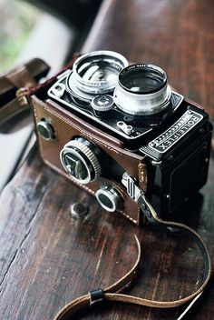 Rolleiflex Vintage Film Camera with a Leather strap. It looks so intricate for such an old camera! Photography Camera, Vintage Photography, Photography Tips, Pinterest Photography, Pregnancy Photography, Photography Illustration, Summer Photography, Artistic Photography, Antique Cameras