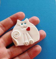 Arcilla del Polímero del Gato Blanco Con rojo de la broche de Corazón o Imán