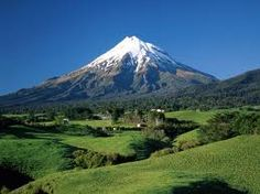 One of my favorite places in NZ! :) Mount Taranaki, Mount Egmont, Taranaki, North Island, New Zealand Mountain Wallpaper, Scenery Wallpaper, Volcano Wallpaper, Hd Wallpaper, Nature Wallpaper, The Places Youll Go, Places To See, Beautiful World, Beautiful Places