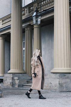 Alex Gaboury, Camel Coat, Midi Jacket, Long Coat, Long Hairstyles, Chelsea Boots, Dundurn Castle, Hamilton, Ontario.