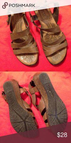 BORN SANDALS BROWN size 6 BORN BRIWN SANDALS SIZE 6 Born Shoes Sandals