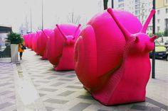 design-dautore.com: A Sidney le lumache multicolor invadono la città .  Escargots géants faits de plastic recyclé par le collectif d'artistes Cracking Art Group, exposés dans le centre de Sydney