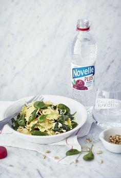 Novelle Plus -tuoteperhe koostuu juomista, joihin on lisätty jokapäiväisen hyvinvoinnin kannalta tärkeitä kivennäisaineita ja vitamiineja. Juomat tekevät hyvää ja täydentävät terveellistä elämäntapaa.   Novelle Plus Kalsium maistuu todella hyvältä sekä ruoan kanssa että sellaisenaan päivän virkistäjänä. Makunsa se saa herkullisista karpaloista Salpausselän harjujen suodattamaan veteen tehtynä.
