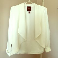 Forever 21 White Draped Blazer Gorgeous white drapey blazer from Forever 21. It's of very high quality compared to some of their things - looks very expensive. Worn ONCE. Size small.  Feel free to make an offer! I'm flexible Forever 21 Jackets & Coats Blazers