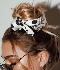Hairstyle, hair scarf, silk scarf, bread rolls Related Post Nice accessories for your next hairstyle Nice accessories for your next hairstyle Bandana Messy Bun Hairstyles, Bandana Hairstyles, Pretty Hairstyles, Korean Hairstyles, Bridal Hairstyles, Hairstyle Ideas, Bad Hair, Hair Day, Style Feminin
