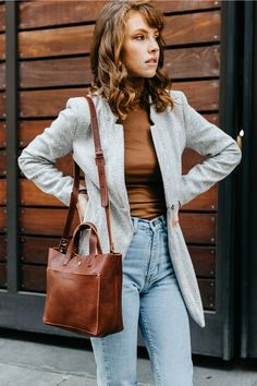 Date Outfit Casual, Date Outfits, Casual Outfits, Purse Storage, Turtleneck Outfit, High Waist Jeans, Medium Hair Styles, Red Hair, Mom Jeans