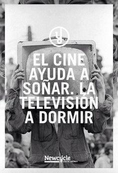 El cine ayuda a soñar. La TV a dormir (fundamentales son los guionistas).