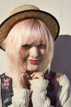 The Pineneedle Collective: How to dye your hair pastel pink - Adventures in Bleaching and Hairdye #2