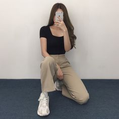 QUIETLABSquare Neck Short Sleeve Top This solid-toned top is a wonderful base for your outfits. Korean Casual Outfits, Korean Outfit Street Styles, Cute Casual Outfits, Simple Outfits, Casual Clothes, Korean Outfit Summer, Korean Winter Outfits, Clothes Women, Korean Style