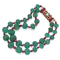 Fluted Emerald and Tumbled Ruby Bead Necklace with a Ruby and Diamond Clasp, Circa 1940 Ruby And Diamond Necklace, Emerald Necklace, Emerald Jewelry, Gemstone Necklace, Beaded Jewelry, Beaded Necklace, Cartier Necklace, Ancient Jewelry, Antique Jewelry